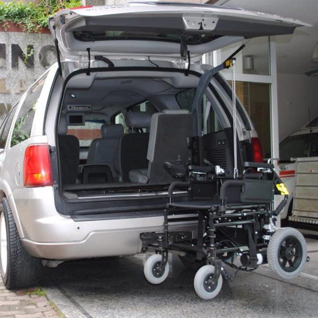 Hnc Engellilere Yardım Eden Araç Vinçleri (3)